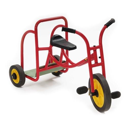 roller dreirad streitwagen mit pedalen rot von weplay. Black Bedroom Furniture Sets. Home Design Ideas
